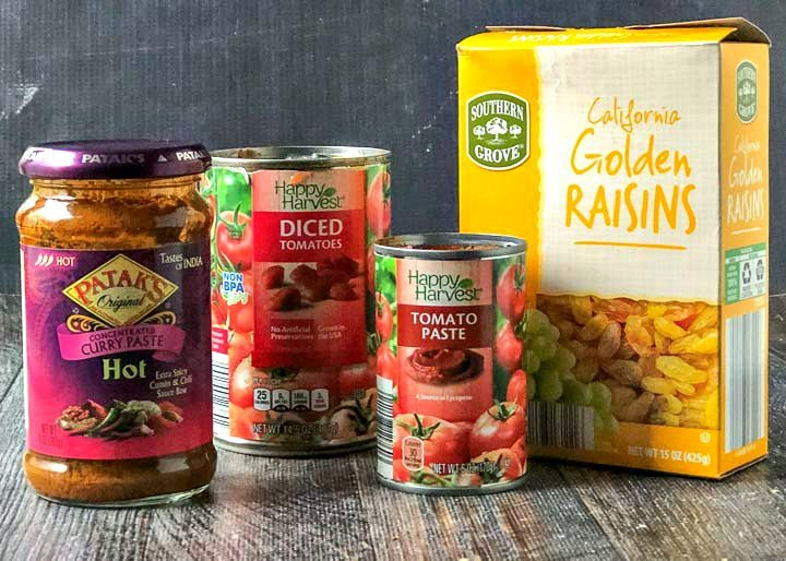 ingredients used in this beef curry: Pataks curry paste, diced tomatoes, tomato paste, golden raisins