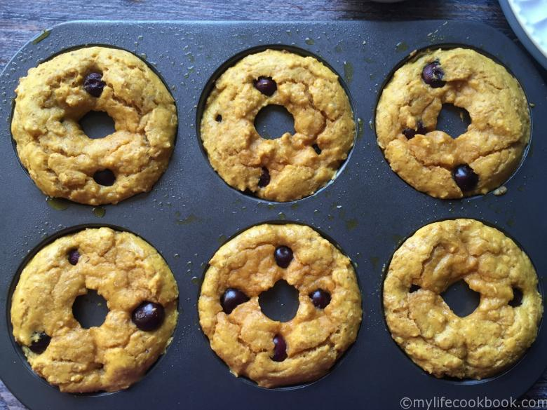 Paleo blueberry bagels are both low carb and gluten free. Perfect way to start your morning.