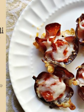 These pepperoni roasted tomato pizza bites are the perfect low carb snack. They make for an easy and delicious appetizer too!