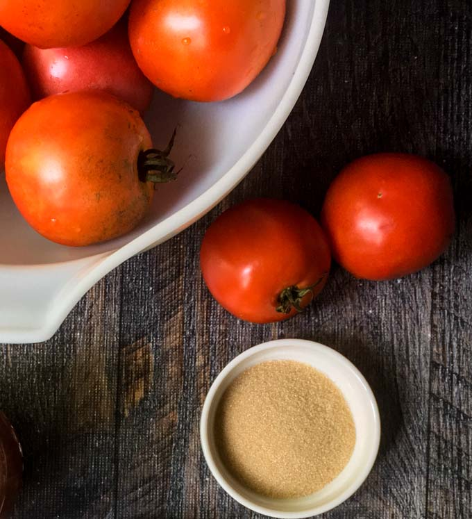 This low carbtomato jam is packed with flavor from the caramelized onions to the bacon to the sweetness of the tomatoes. Perfect on burgers, chicken or fish. Only 3.1g net carbs for 2tablespoons!