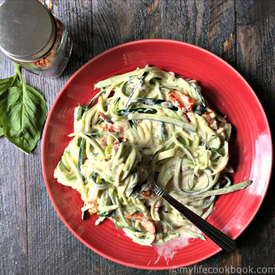 A creamy sauce oA creamy sauce of garlic, basil and sundered tomatoes with zucchini noodles (zoodles). Only takes minutes to make!f garlic, basil and sundered tomatoes with zucchini noodles. Only takes minutes to make!