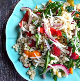 This arugula couscous salad is fresh, tasty and hearty. Perfect for a picnic, summer party or just eat it for lunch.