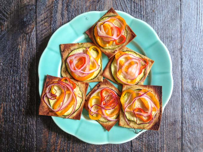 These low calorie hummus vegetable snacks make a great lunch or snack. 10 pieces for only 4 ww smart points.