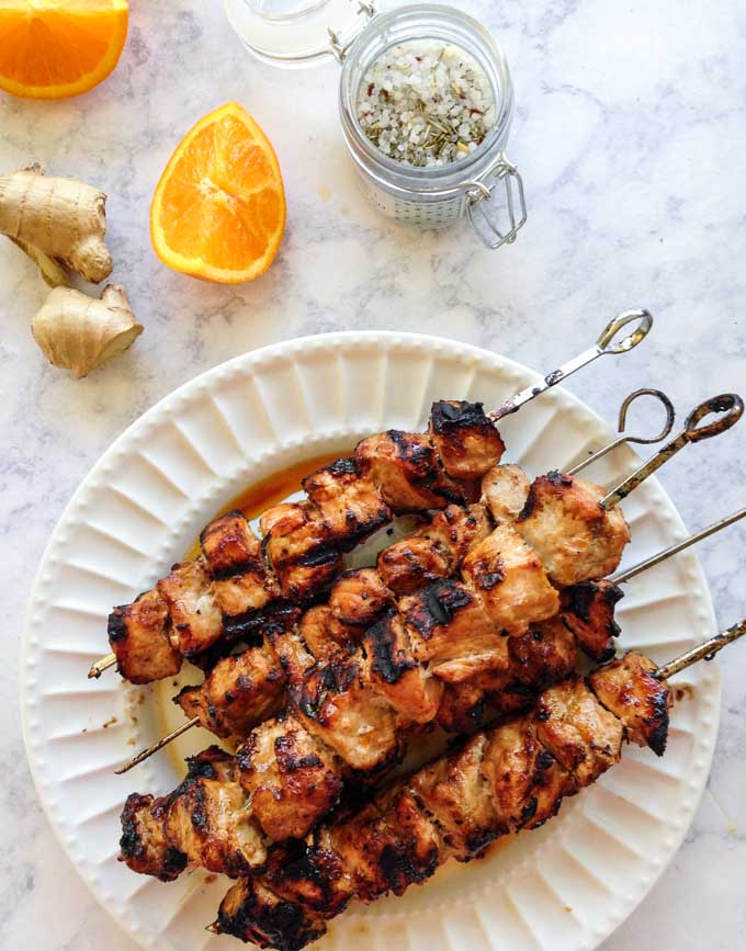These orange ginger pork kebabs are great for a summer dinner on the grill. An easy, fresh and tasty low carb summer dinner!