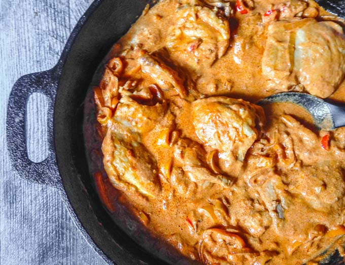 This creamy paprika chicken & peppers dish is an easy skillet dinner that the whole family will love. #SundaySupper