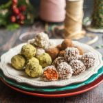 These superfoods fruit & nut bites are a fun and healthy gift you can give your family. Only a few minutes to make and lots of combinations to try.