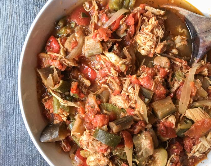 Dec 20, · Slow cooker chicken stew: In your slow cooker (I used my 6 quart slow cooker), add potatoes, carrots, salt, black pepper, garlic, chicken broth, bay leaves, chicken, thyme and basil and stir. Cover and cook on high for 4 sanikarginet.mls: 3.