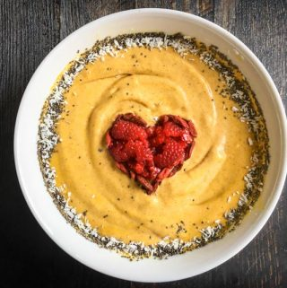 This turmeric chai smoothie bowl is the perfect way to start your day. A healthy, tasty breakfast you can make in just minutes.