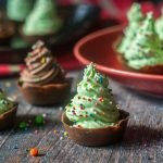 These tasty Christmas tree mousse cups are a breeze to make with only 4 ingredients and will be a festive touch for the holiday celebrations. I also have a low carb version that you will love too.