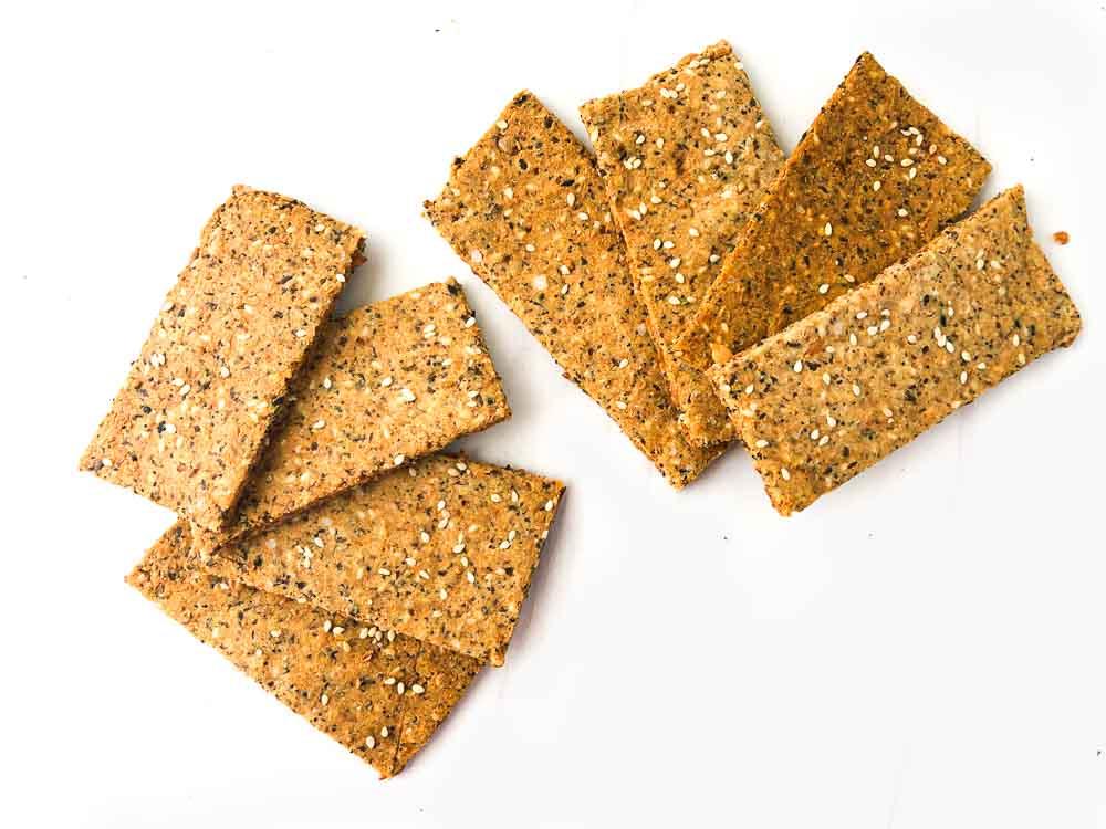 8 crispbread crackers fanned out
