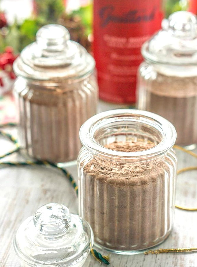 This homemade low carb cocoa mix makes a great gift for friends and family on a low carb diet! It takes only minutes to make and with a cute container, ribbons or bows you have an easy homemade gift. Or just keep it for yourself for those cold winter days.