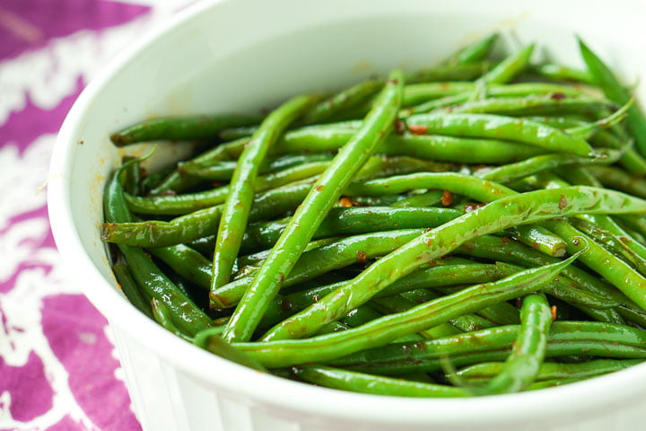 a white bowl full of low carb green beans